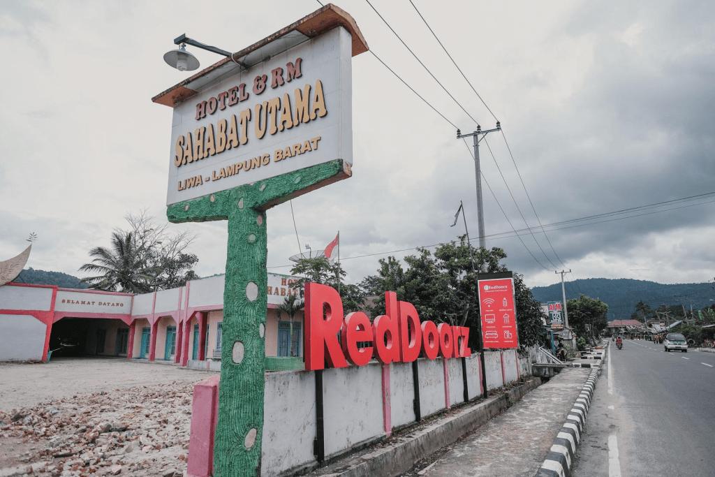RedDoorz Syariah near Kebun Raya Liwa