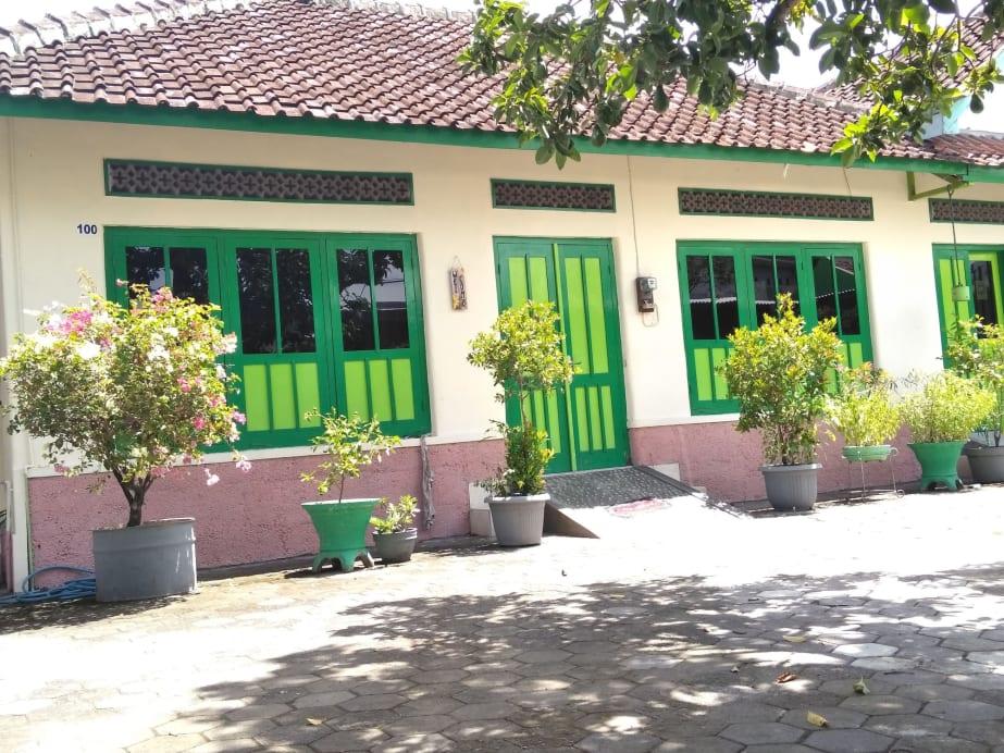 Bahagia Sederhana Home Stay - Hostel